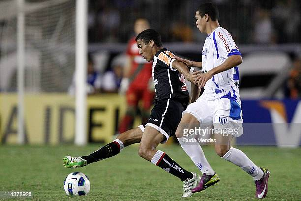 Allan of Vasco struggles for the ball with William of Avai during a match as part of Brazil Cup 2011 at Sao Januario stadium on May 18 2011 in Rio de...