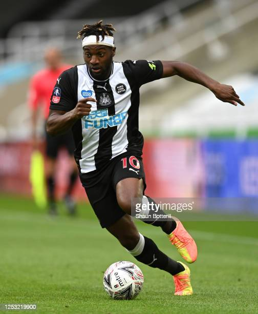 Allan Saint Maximin of Newcastle United runs with the ball during the FA Cup Quarter Final match between Newcastle United and Manchester City at St...