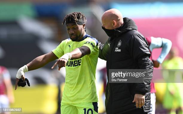 Allan Saint-Maximin of Newcastle chats with assistant coach Steve Agnew after the Premier League match between Burnley and Newcastle United at Turf...