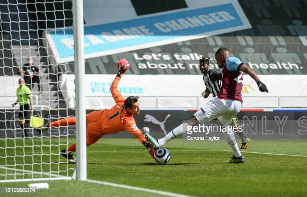 Allan Saint-Maximin of Newcastle United FC celebrates after his strike at goal is put in the back of the net by Issa Diop of West Ham United during...