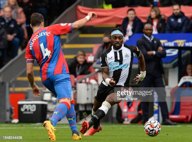 Allan Saint-Maximin of Newcastle United FC controls the ball as Luka Milivojevic of Crystal Palace defends during the Premier League match between...