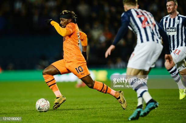 Allan SaintMaximin of Newcastle United FC runs with the ball during the FA Cup Fifth Round match between West Bromwich Albion and Newcastle United at...