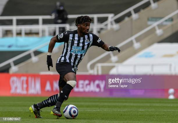 Allan Saint-Maximin of Newcastle United FC runs with the ball during the Premier League match between Newcastle United and Tottenham Hotspur at St....