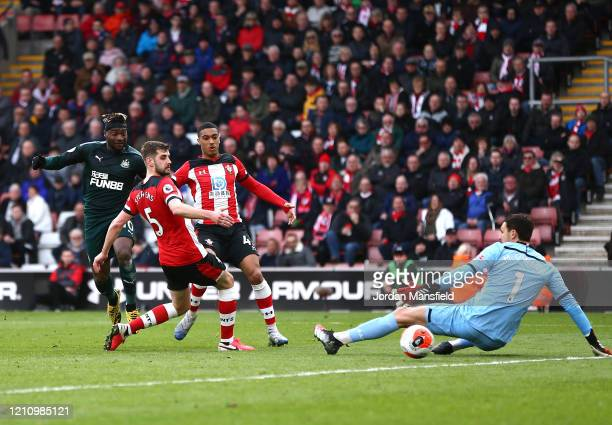 Allan Saint-Maximin of Newcastle United scores his team's first goal past Alex McCarthy of Southampton during the Premier League match between...
