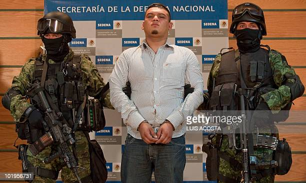 Alleged drug trafficker of the gang Los Zetas David Eduardo Fuentes aka el chile is presented to the press in Mexico City on June 10 2010 The gang of...