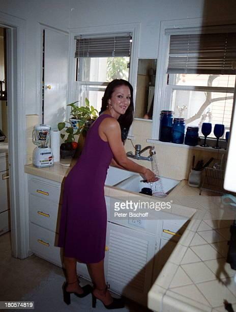 Allegra Curtis HomestoryPasadena/Kalifornien/USA/NordamerikaHände waschen Küche Hausarbeit