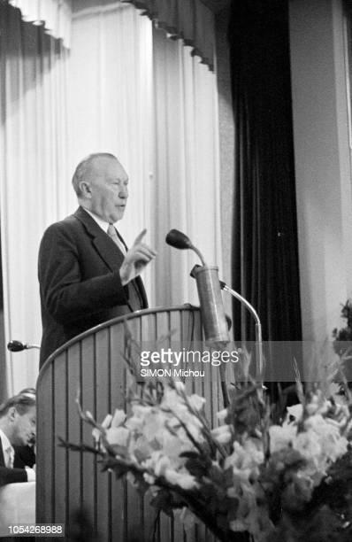 Allemagne, août 1957 --- Konrad ADENAUER, chancelier de la République fédérale d'Allemagne, à l'heure de la campagne pour les élections fédérales du...