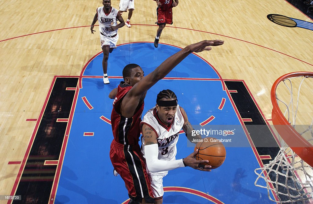 Iverson to the basket against Jones : News Photo