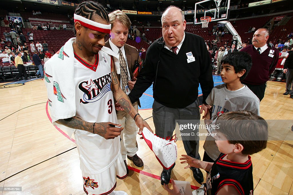 Milwaukee Bucks v Philadelphia 76ers : News Photo