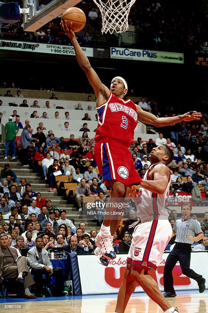 reputable site 01e48 1f291 Allen Iverson of the Philadelphia 76ers goes in for a layup ...