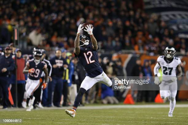 Allen Robinson of the Chicago Bears completes a reception against the Philadelphia Eagles in the second half of the NFC Wild Card Playoff game at...