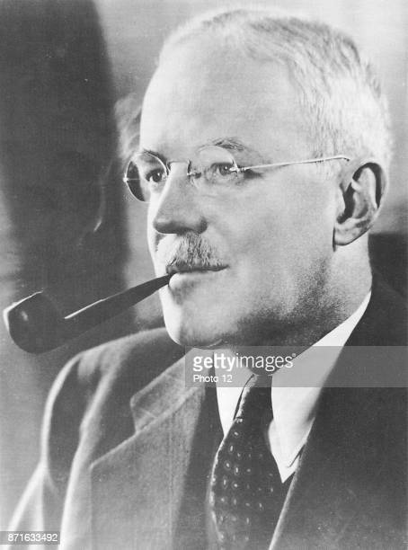 Allen Welsh Dulles American diplomat and lawyer Director of Central Intelligence Agency during the early Cold War Oversaw Operation PBSUCCESS...