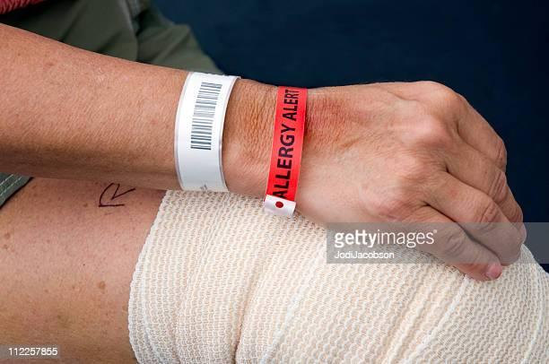 allergy alerta e documento de identificação - pulseira - fotografias e filmes do acervo