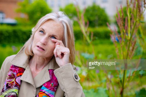 allergy, senior - conjunctivitis stock pictures, royalty-free photos & images