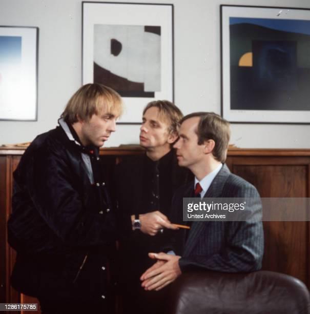Alles auf Bewährung / Bäcker Podelzig bittet Referendar Wittlich und Rechtsanwalt Arnold um Hilfe. Aus Trunkenheit hat einem Busfahrer einen...
