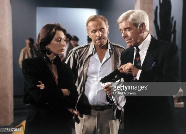 Alles Theater - Bild: DANIELA ZIEGLER, HANS NIETSCHKE und HEINZ DRACHE im 'TATORT', Folge: 'Alles Theater', 1989..