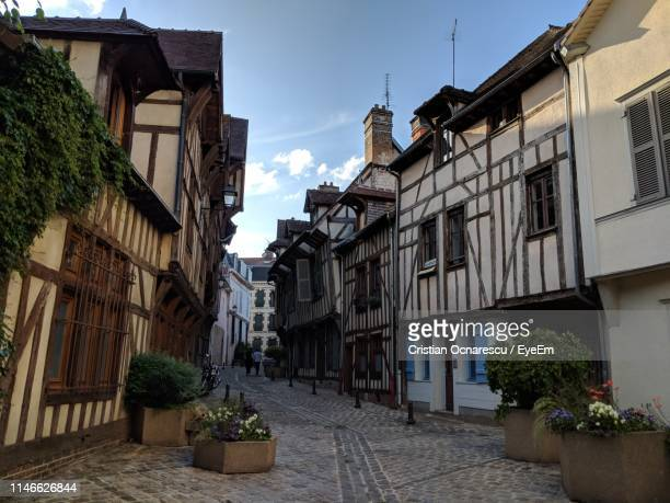 alley amidst buildings in city - troyes champagne ardenne photos et images de collection