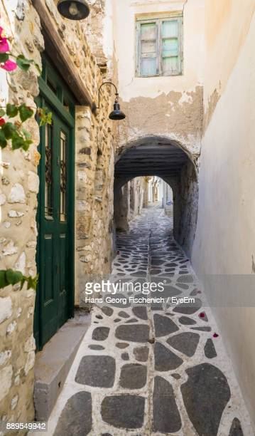 alley amidst buildings - naxos stockfoto's en -beelden