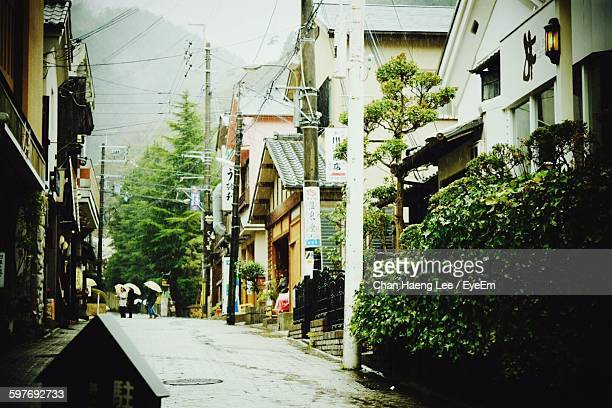 alley amidst houses in town - 路地 ストックフォトと画像