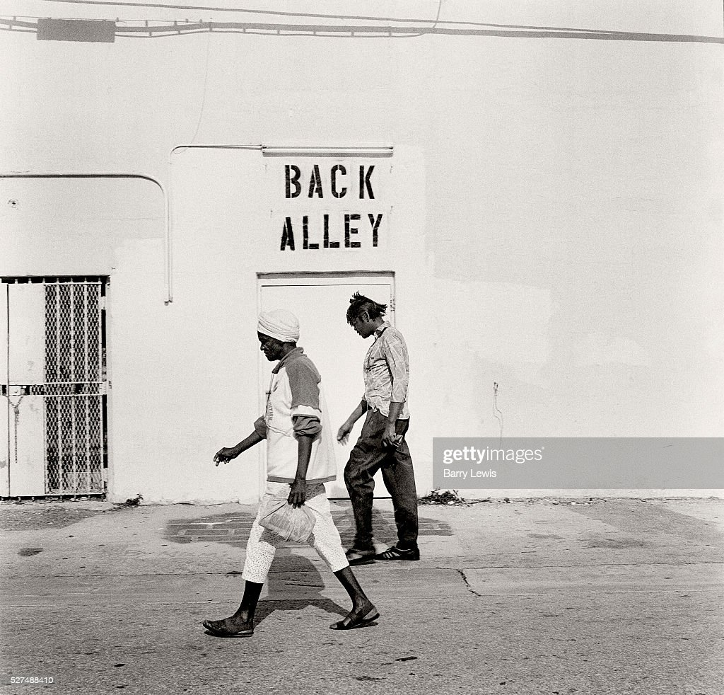 14ea78e5870 Alley running along Washington. Walk down the hidden Alleyways that ...