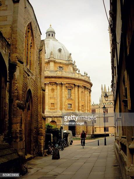 Alleys of the Oxford academic city and dome of one of the Radcliffe Camera