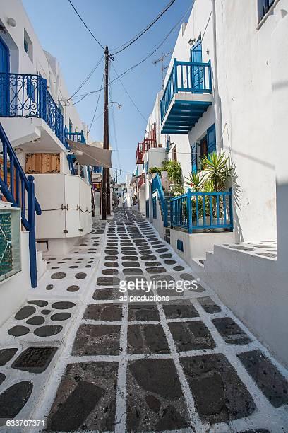 alleyway and traditional buildings - ver a hora stockfoto's en -beelden