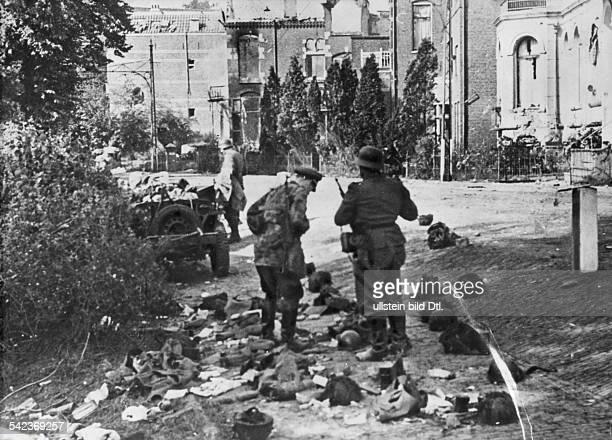 Alliierte Luftlandung Arnheim NijmwegenSeptember/Oktober 1944Nach Beendigung der Kämpfe eine Strassein ArnheimSeptember 1944