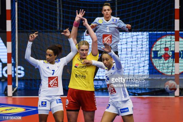 Allison Pineau of France Crina Elena Pinta of Romania and Beatrice Edwige of France during the Golden League match between France and Romania on...