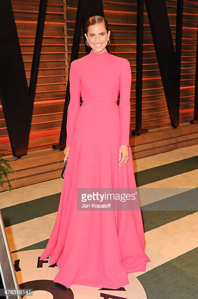 Allison Williams attends the 2014 Vanity Fair Oscar Party hosted by Graydon Carter on March 2 2014 in West Hollywood California