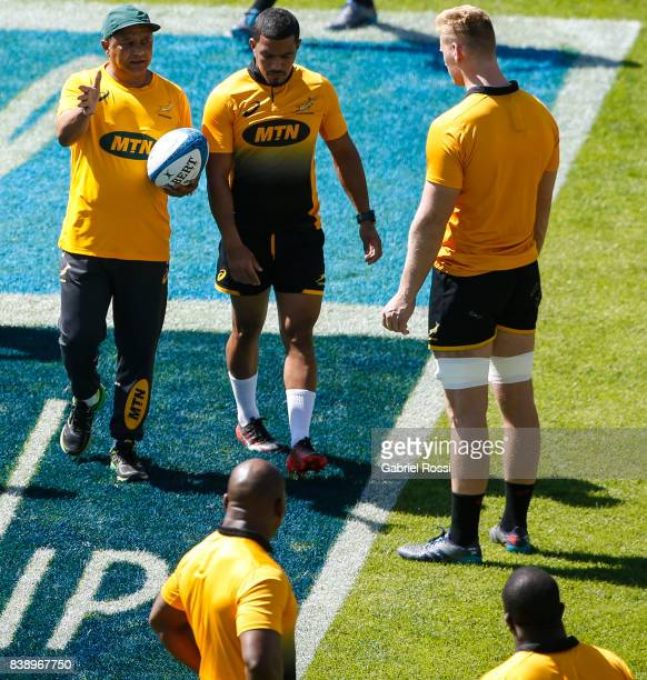 Allister Coetzee head coach of South Africa gives instructions to his players during South Africa Rugby Championship Captain's Run at Padre Ernesto...