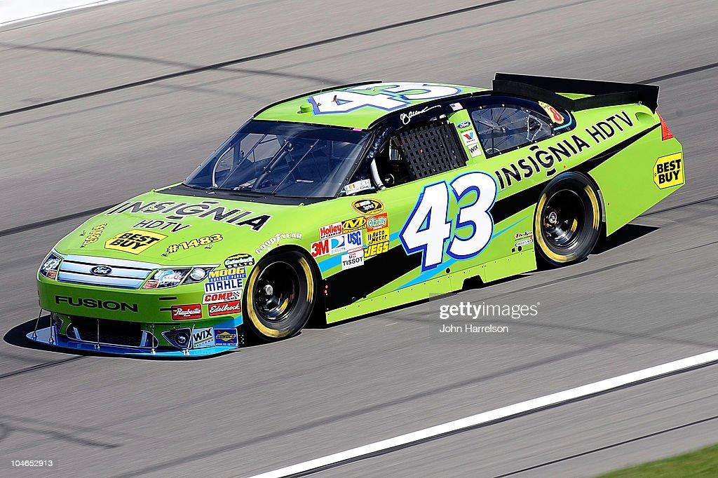NASCAR Kansas - Practice : News Photo