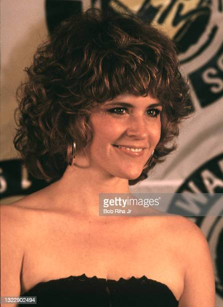 Ally Sheedy backstage at the Mtv Awards Show, September 13, 1987 in Los Angeles, California.