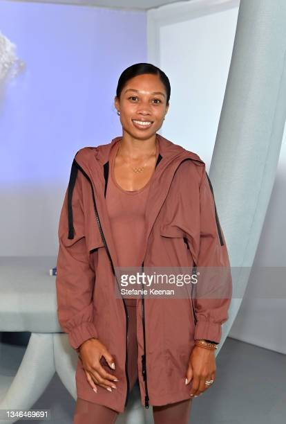 Allyson Felix attends a work out led by Megan Roup from The Sculpt Society as Olympian Allyson Felix opens Saysh's new experiential space on October...