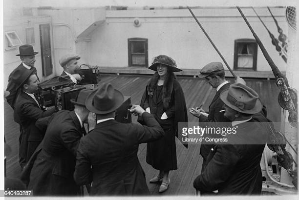 Alma Gluck and Reporters