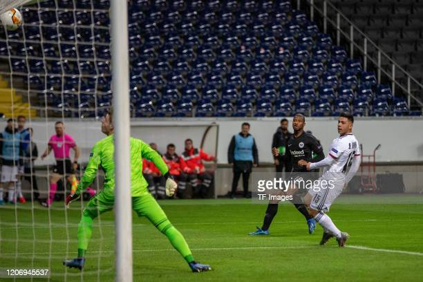 Almamy Toure of Eintracht Frankfurt Blas Riveros of FC Basel during the UEFA Europa League round of 16 first leg match between Eintracht Frankfurt...
