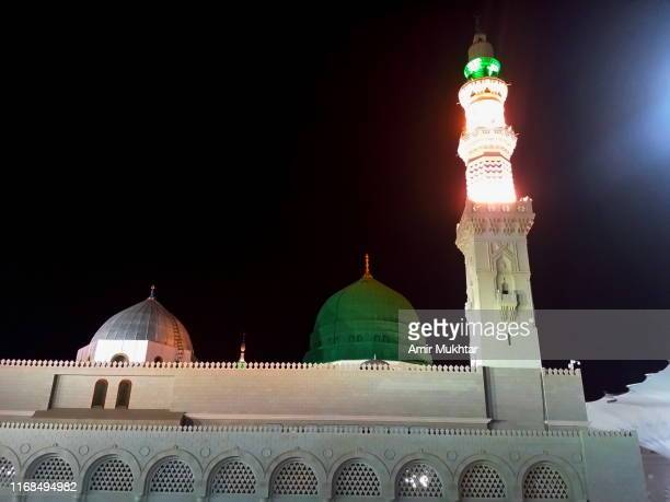 al-masjid an-nabawi at night - al madinah stock pictures, royalty-free photos & images