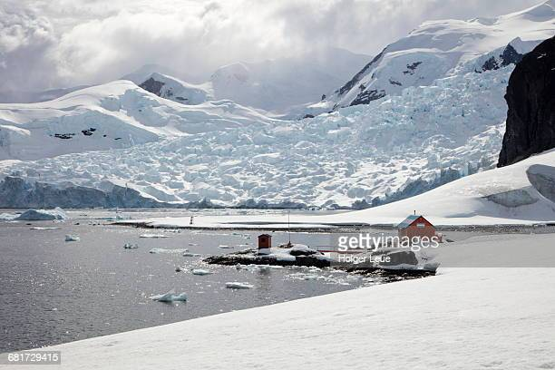 almirante brown station (argentina) - houses in antarctica stock pictures, royalty-free photos & images