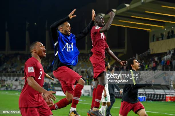 Almoez Ali of Qatar celebrates with his team after winning the AFC Asian Cup round of 16 match between Qatar and Iraq at Al Nahyan Stadium on January...