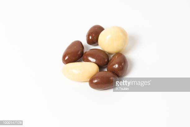 almonds in chocolate over white background - chocolate dipped stock pictures, royalty-free photos & images