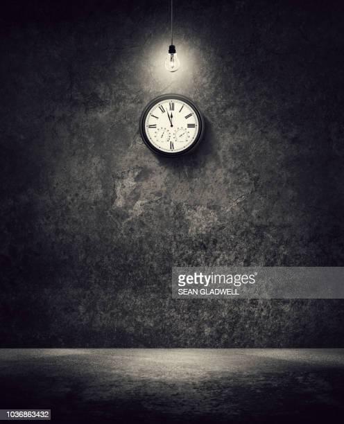 almost midnight - algarismo romano imagens e fotografias de stock