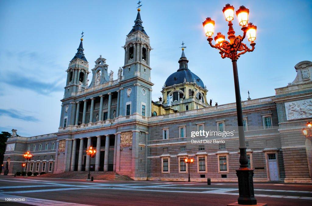 Almudena Cathedral : ストックフォト