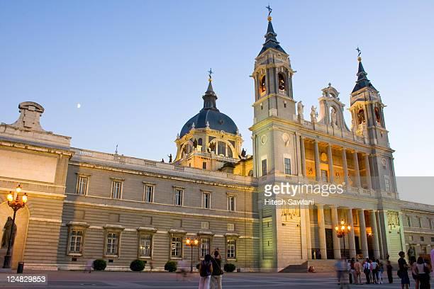 almudena cathedral - アルムデナ大聖堂 ストックフォトと画像