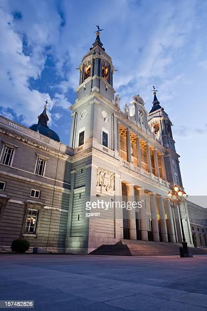 アルムデナ大聖堂 - アルムデナ大聖堂 ストックフォトと画像