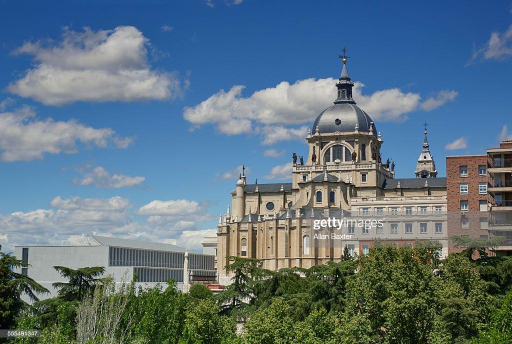 Almudena Cathedral under blue skies : ストックフォト