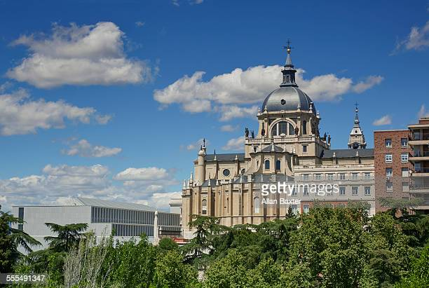 almudena cathedral under blue skies - アルムデナ大聖堂 ストックフォトと画像