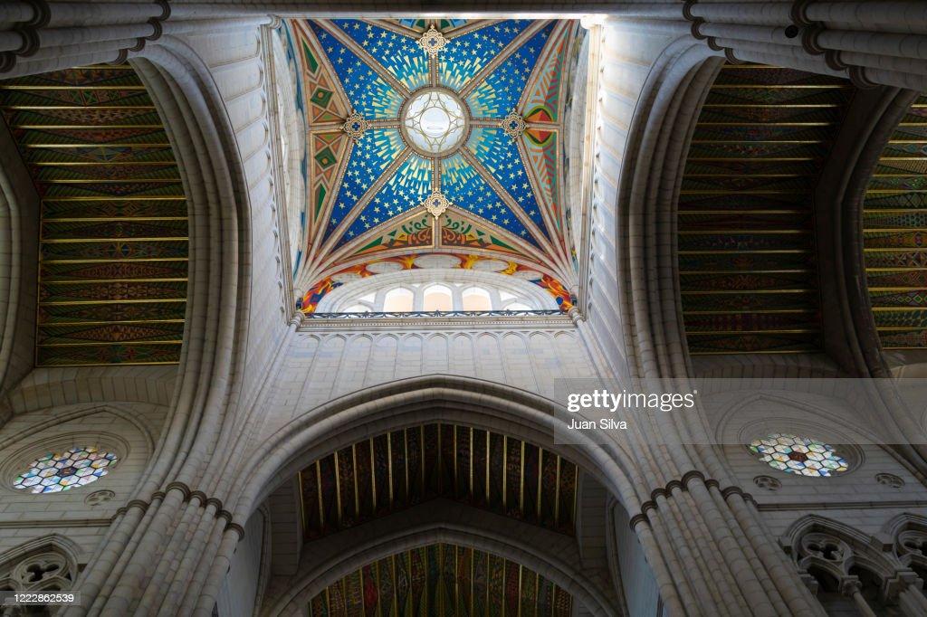 Almudena dome ceiling, Madrid, Spain : ストックフォト