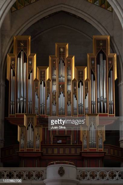 almudena pipe organ, madrid, spain - アルムデナ大聖堂 ストックフォトと画像