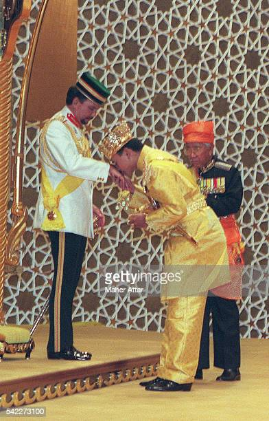 AlMuhtadee Billah proclaimed Crown Prince after receiving the Keris kisses his father's hand