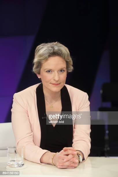 Almut Möller in der ZDFTalkshow maybrit illner am in Berlin Auf verlorenem Posten Scheitert Merkel an Europa