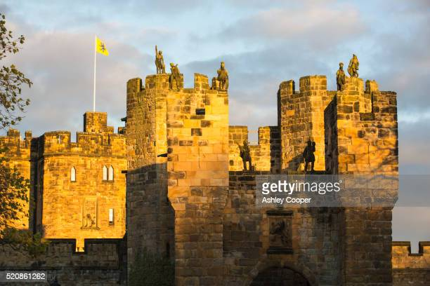 alnwick castle at sunset, alnwick, northumberland, uk. - alnwick castle stock pictures, royalty-free photos & images